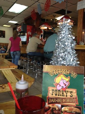 Porky's Bar-BQ & Grill: Very clean