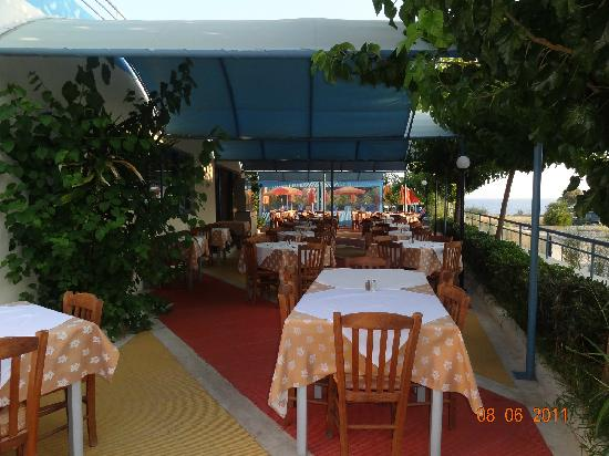 Alkyon Hotel : overdækket spiseareal