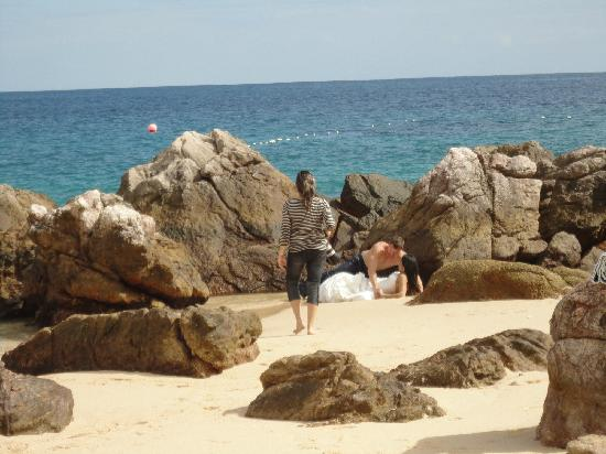 Chileno Beach: Newly weds posing for photos - great idea!