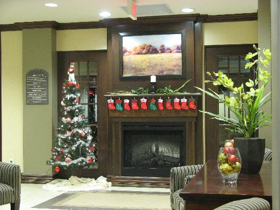 Holiday Inn Express Hotel & Suites Huntsville: Lobby Decorated for Christmas!