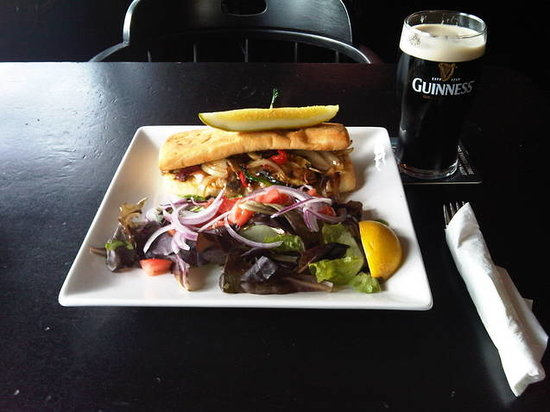 O'Maggio's Kildare House: Grilled veggie sandwich with salad