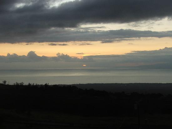 Upcountry Bed and Breakfast: sunset at Upcountry B&B