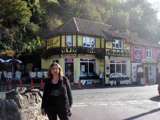 Simply Gorgeous Tea Room: Fachada en Cliff Road