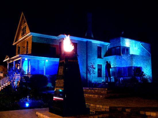Banting House National Historic Site : Banting House lit blue for World Diabetes Day, Nov 14