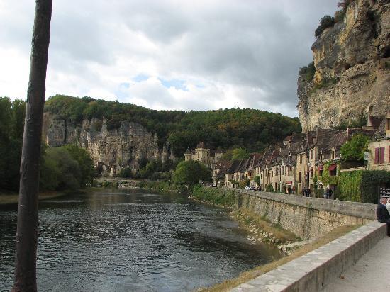 Hotel La Belle Etoile: down river