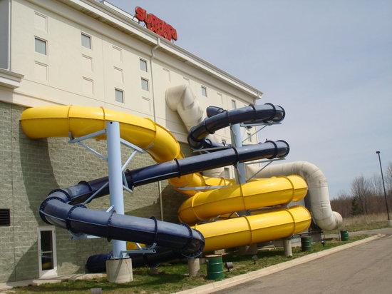 فيرفيلد إن آند سويتس وترفليت برين كاونتي: Water Slides