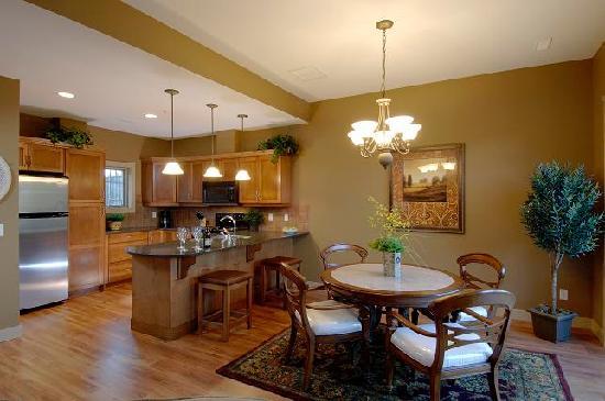 Bellasera: Villa Kitchen & Dining Room