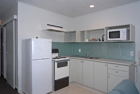 Edgewater Motor Lodge : Family Unit Full Kitchen