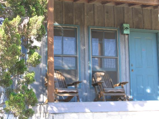 Hill Country Equestrian Lodge: Front Porch of Suites