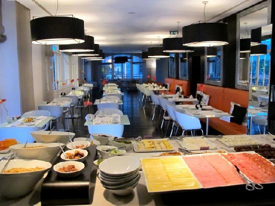 Buffet breakfast room picture of internacional design for Decor hotel lisbon