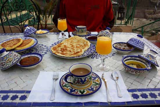 Dar Moula : breakfast on the terrace