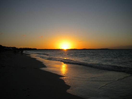 The Sands at Grace Bay: Beach Sunset