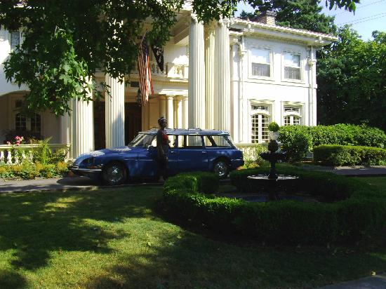 Portland's White House Inn: A grand entrance