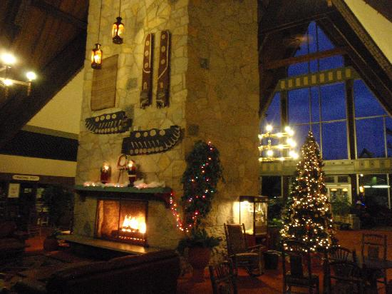 Hueston Woods Lodge and Conference Center: Main lodge - interior