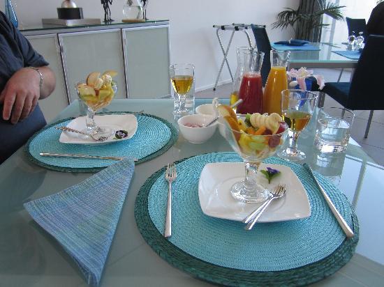 Breakfast on the Beach Lodge: Great breakfasts