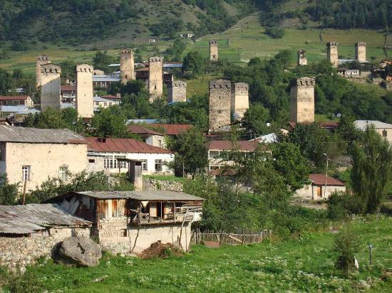 Villa Gabliani: Mestia; Ortsbild von Süden