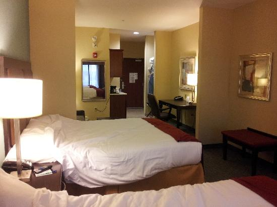 Holiday Inn Express Surprise: 2 Beds Suite
