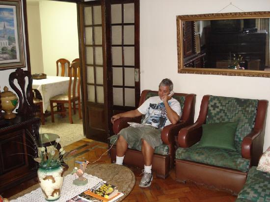 Luiz Leblon Guest House: Mr.Luiz is a kind and good host always helpful