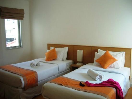 Studio 99 Serviced Apartments: doube bed room
