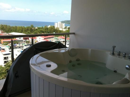 Sunset Plaza: jacuzzi on the balcony