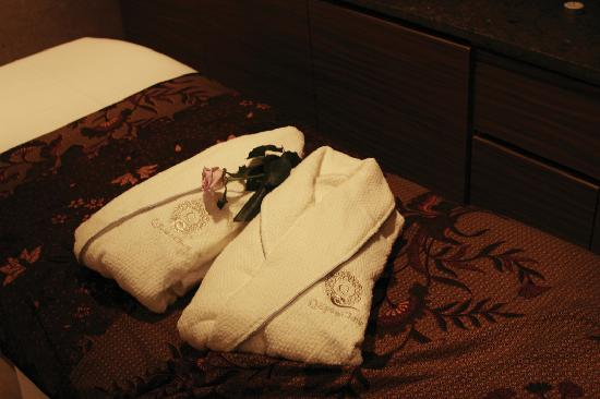 Robe and amenities at Q Spa & Clinic