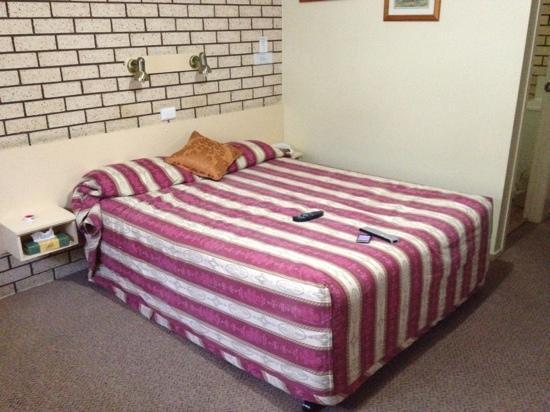 Alfa Motel: Motel Bed