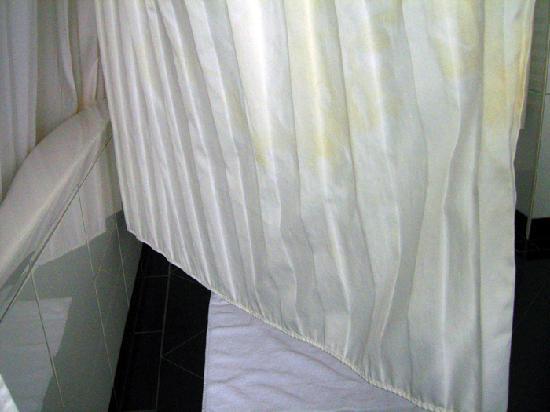 Hotel Ambassador: Flecken am Duschvorhang