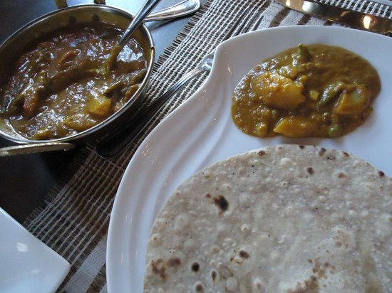 Foodlands Restaurant: vegetable curry and chapati