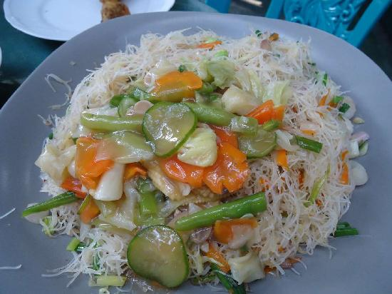 The Kandy Garden Cafe: fried noodles with vegetables chopsuey