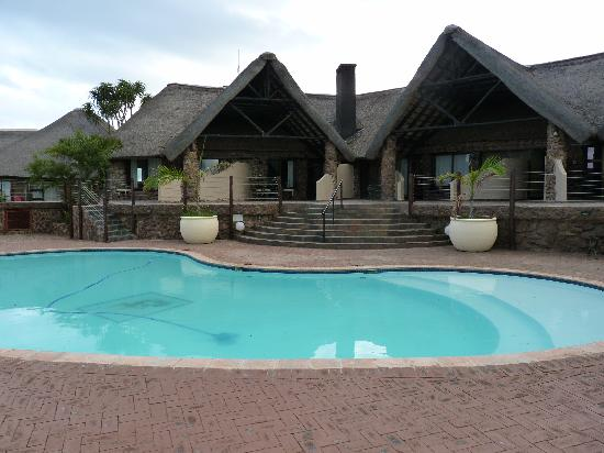 Zulu Nyala Heritage Safari Lodge : pool and main accomodation