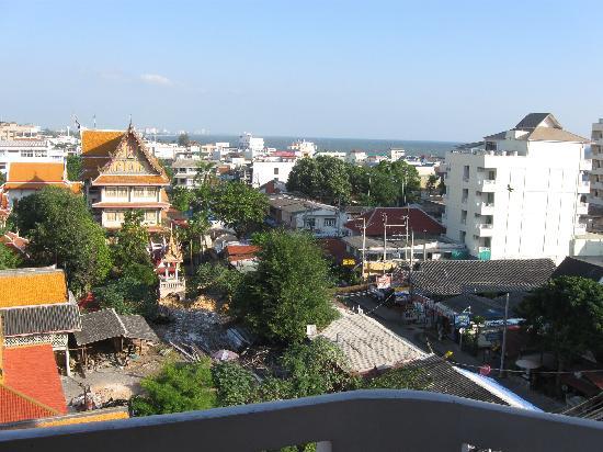 City Beach Resort: achterkant hotel vanaf balkonnetje