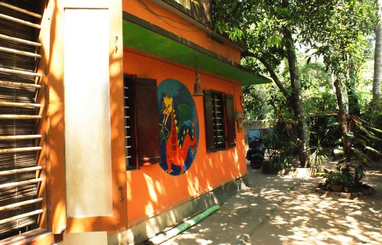 Johnny Cool Cafe: the beautiful house of an artist and chef