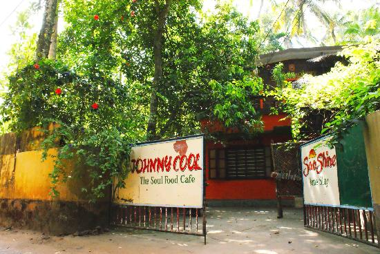 Johnny Cool Cafe: the entrance