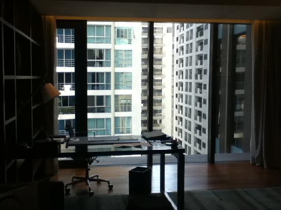 Hansar Bangkok Hotel: living room