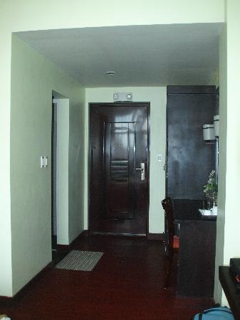San Remigio Pensionne Suites: The Door even has  door bell built in.....now thats cool !