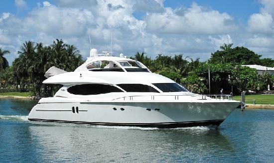 Atlantic Yacht Management Group: Lazzara 80