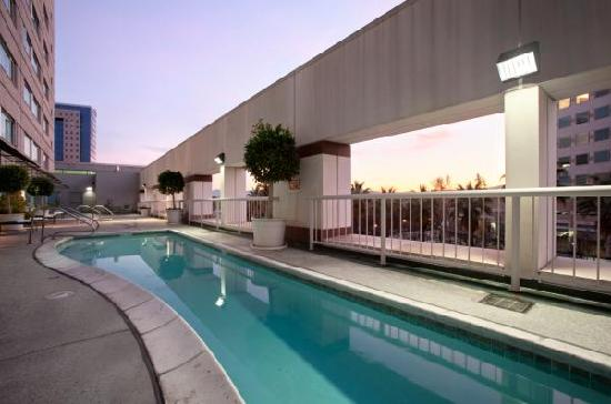 Hilton San Jose: Outdoor Pool