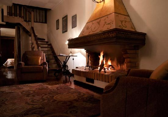 Casa San Rafael: warm reading room
