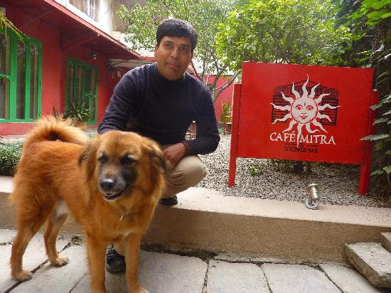 Café Mitra: der Manager Debendra und Jimmy