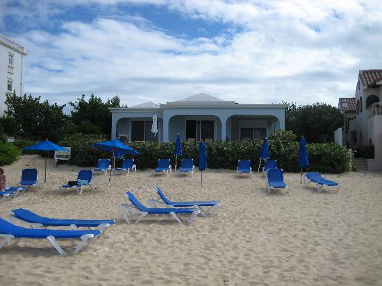 Meads Bay Beach Villas: Sun loungers