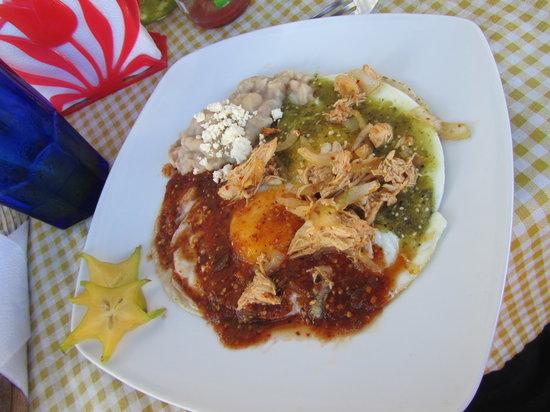 La Morenita : huevos divorciados con pollo