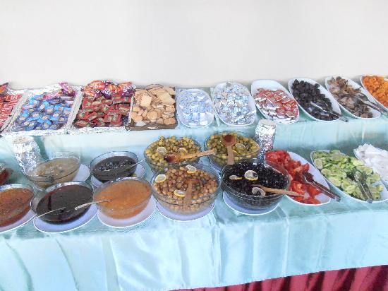 Hotel Fahri: breakfast
