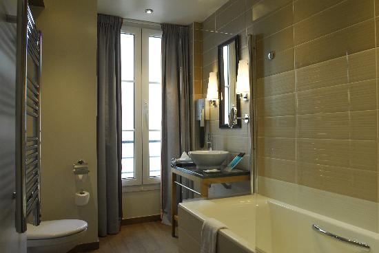 Hotel Windsor Opera: Bathroom