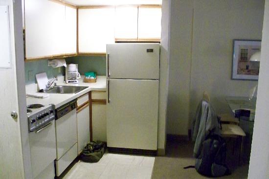 Georgetown Suites: Küche