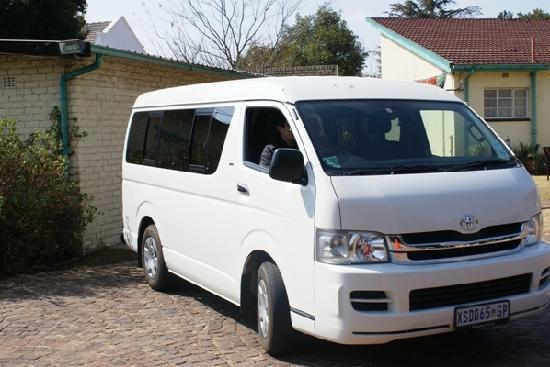 Airport Inn B&B: Free airport transfer vehicle