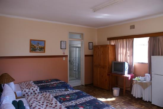 Airport Inn B&B: Triple Room