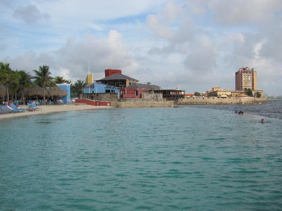Renaissance Curacao Resort & Casino: Infinity Pool