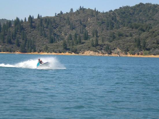 Shasta Lake: rent a jet ski