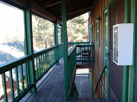 Pine Mountain Hotel : Front deck