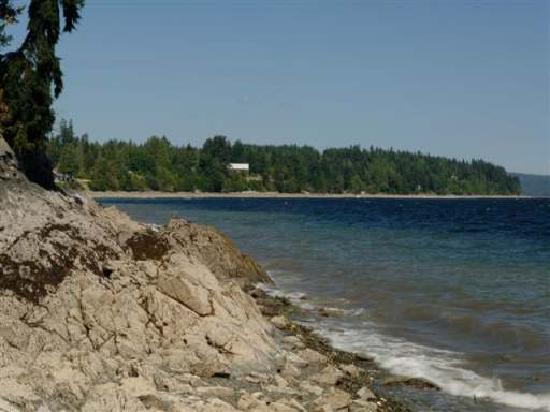 Eagle Rock Bed and Breakfast Chemainus: Beach 200 Feet Away